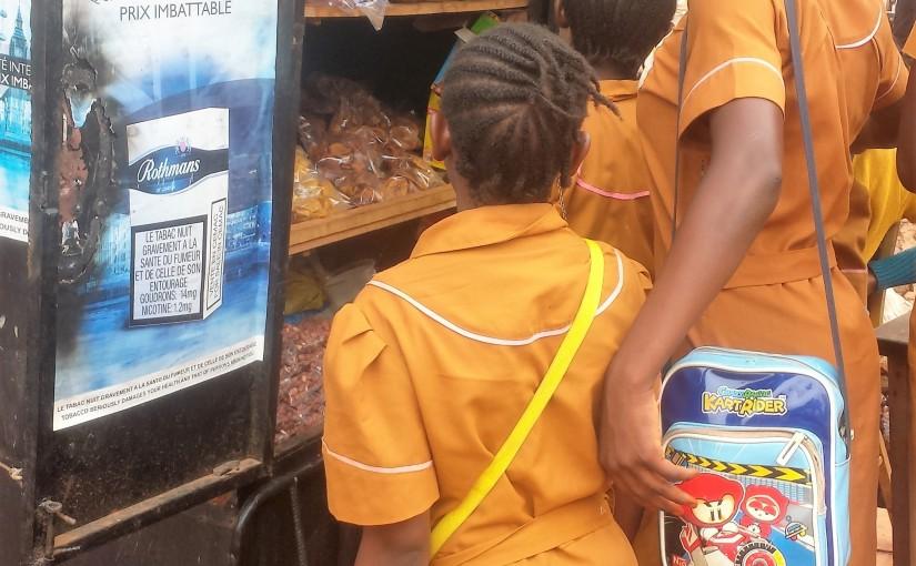 Publicité du tabac a proximité du groupe scolaire les biquetins ydé 5